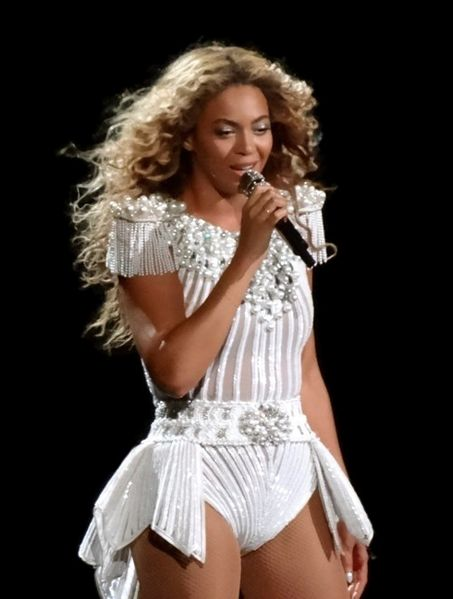 453px-Beyonce_-_Montreal_2013_(3)_crop