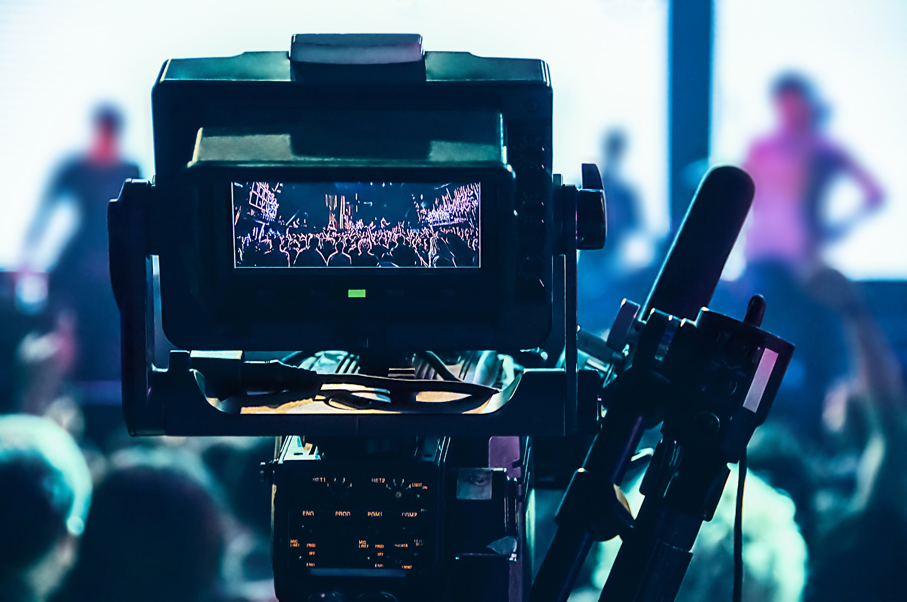 shooting-concert-professional-camera-view-of-the-v-PTN8AQM